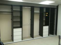 This interior is been done in black and white to match the doors and colour scheme of the room, this shows full hanging, double hanging and shelving with built-in drawers
